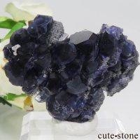 中国 福建省産パープルブルーフローライト&クォーツの母岩付き結晶(原石) 37.4gの画像
