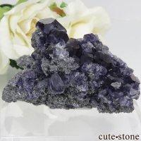 中国 福建省産パープルブルーフローライト&クォーツの母岩付き結晶(原石) 28.4gの画像
