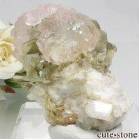 パキスタン Chumar Bakhoor産 ピンク×グリーンフローライト&モスコバイトの母岩付き結晶(原石) 80gの画像