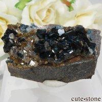 カナダ ユーコン ラピッドクリーク産 ラズライト(天藍石)&クォーツ&シデライトの母岩付き結晶(原石) 約36.1gの画像