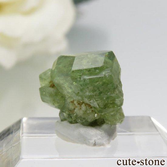 マダガスカル産のデマントイドガーネットの結晶 0.7g