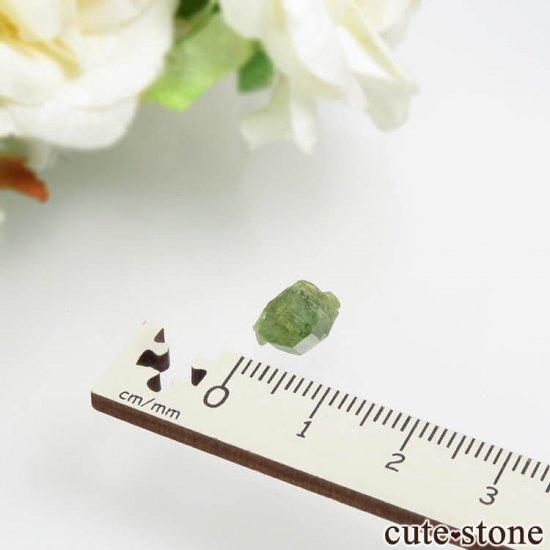 マダガスカル産のデマントイドガーネットの結晶 0.7gの写真4 cute stone