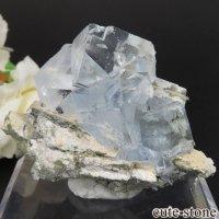 中国 福建省産 ライトグリーン×ブルーフローライトの原石 No.15の画像