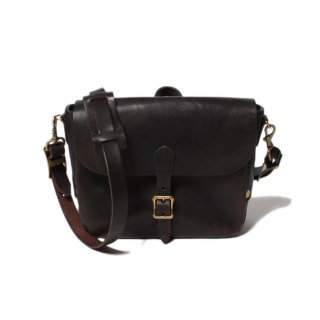 <img class='new_mark_img1' src='https://img.shop-pro.jp/img/new/icons14.gif' style='border:none;display:inline;margin:0px;padding:0px;width:auto;' />VASCO LEATHER POSTMAN MINI SHOULDER BAG (Type-1) BLACK