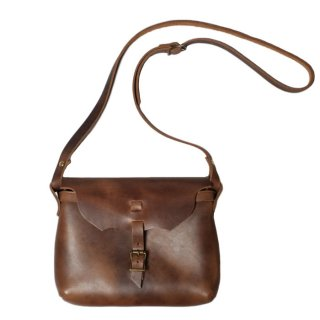 <img class='new_mark_img1' src='https://img.shop-pro.jp/img/new/icons20.gif' style='border:none;display:inline;margin:0px;padding:0px;width:auto;' />Fernand Leather Strap Pouch Medium - Natural
