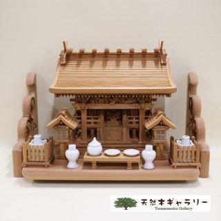 <span class='ic03'>送料無料</span>【神棚セット】流れ屋根三社<欅>中 木製付属品付 棚板:欅2.8尺彫刻入り kamidana-keyaki-nagare3-m-keyaki28hori-set