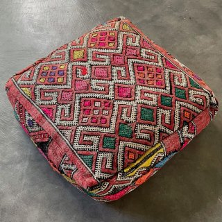 Kilim Pouf<img class='new_mark_img2' src='https://img.shop-pro.jp/img/new/icons4.gif' style='border:none;display:inline;margin:0px;padding:0px;width:auto;' />