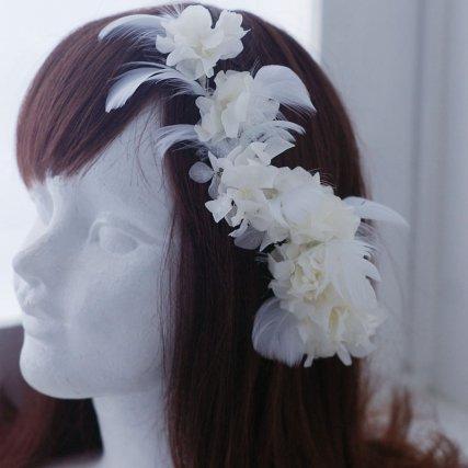 真っ白なフェザーと白の紫陽花のガーランド ヘッドドレス