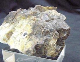 鉄バン柘榴石:Almandine 石川鉱山