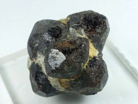 アルマンディン(鉄礬ざくろ石)(ロシア)