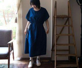 Organic Cotton 藍染 薄い平織生地のサイドリボンのワンピース