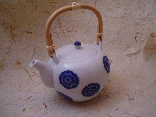 染付菊絵石瓶