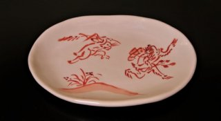手描き赤絵鳥獣戯画追いかけっこ小判皿