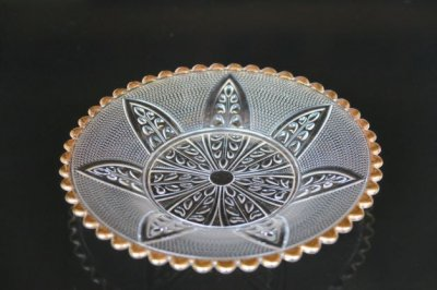 ガラス渕金輪花木葉彫皿