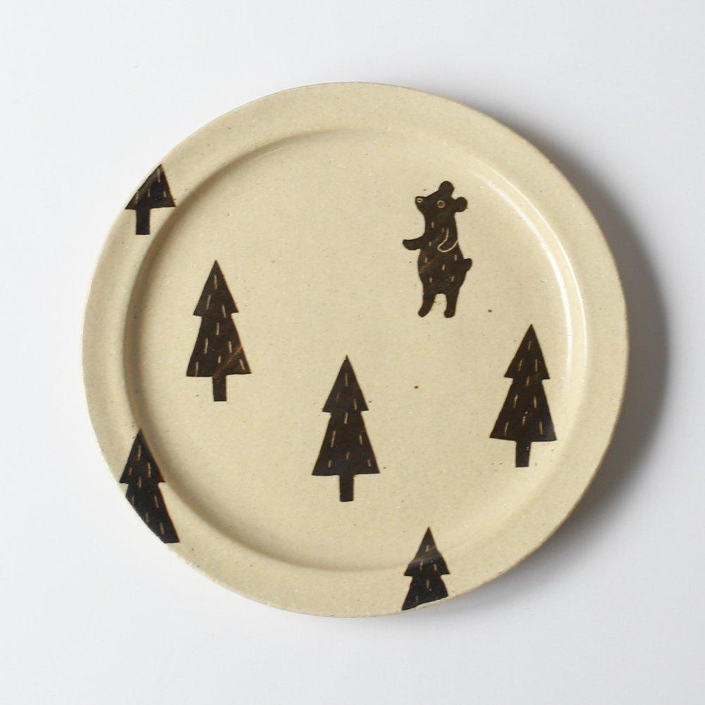 クマと木のプレート