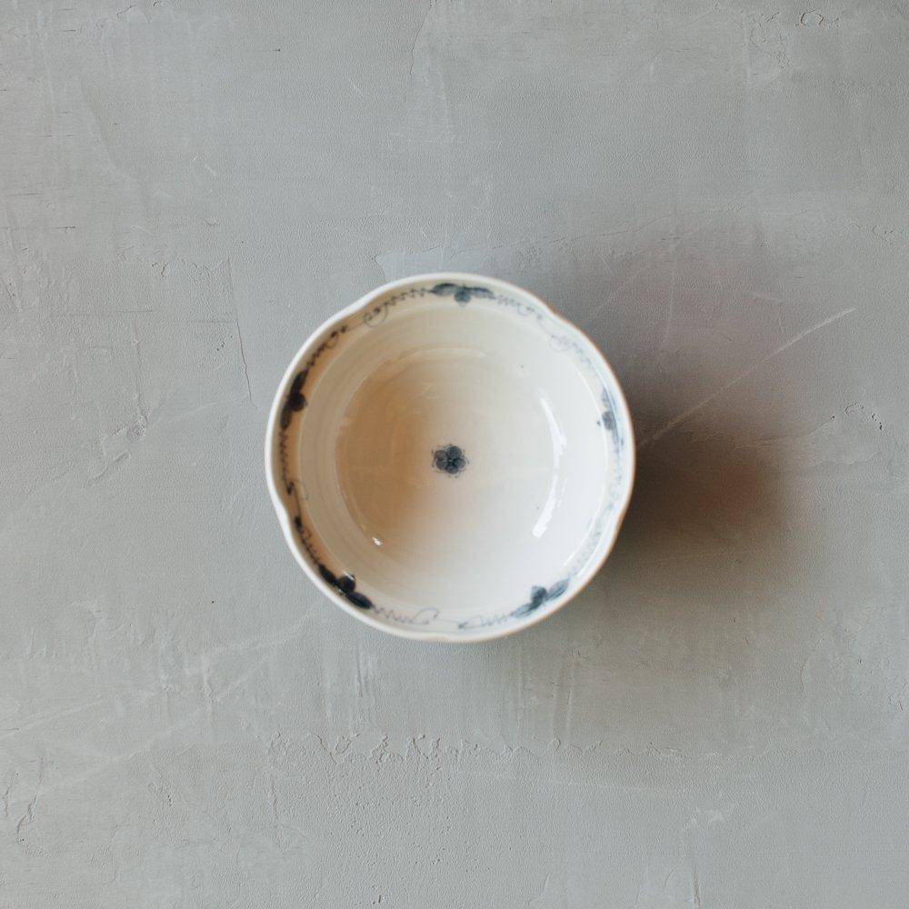 志村和晃 染付ぶどう文輪花5寸鉢 9