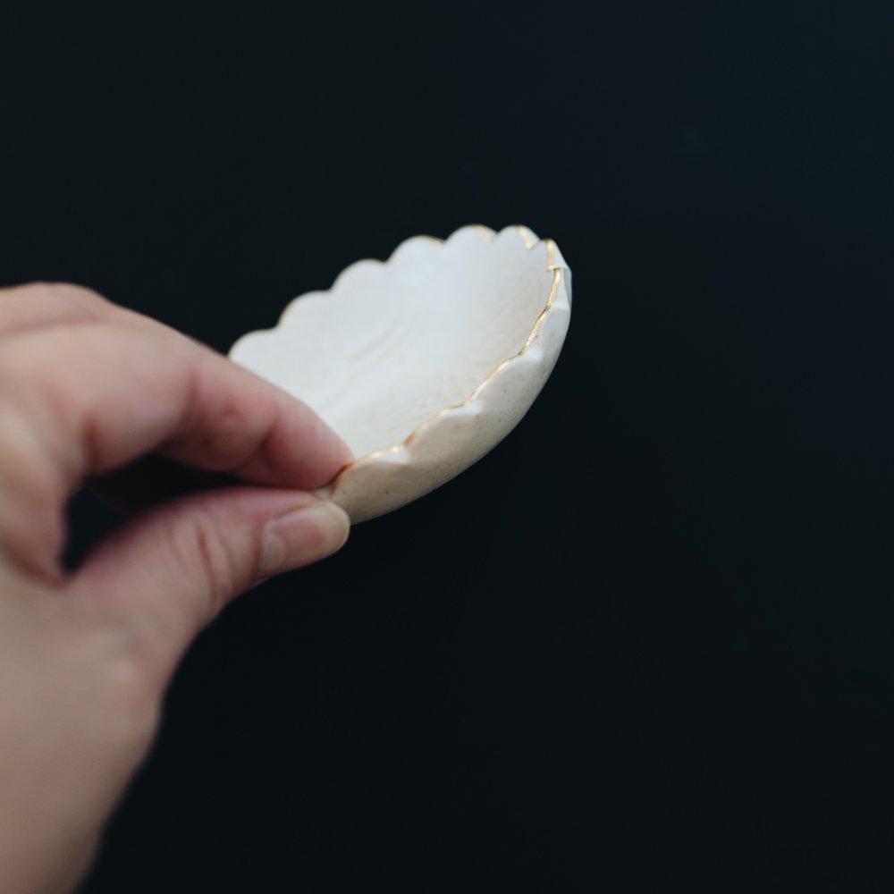 前田葉子 豆皿白(2020年11月) M2