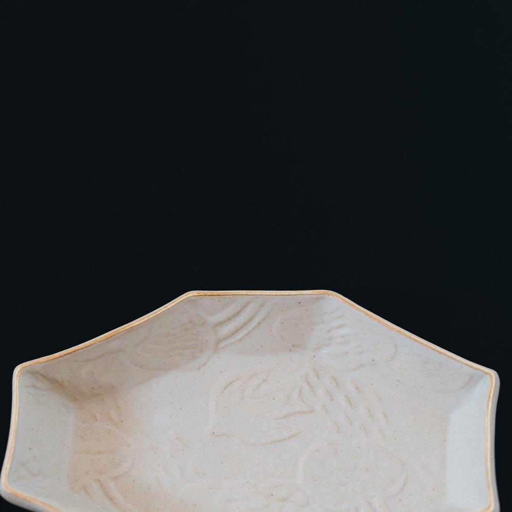 前田葉子 八角豆皿白 (2020年11月) M8