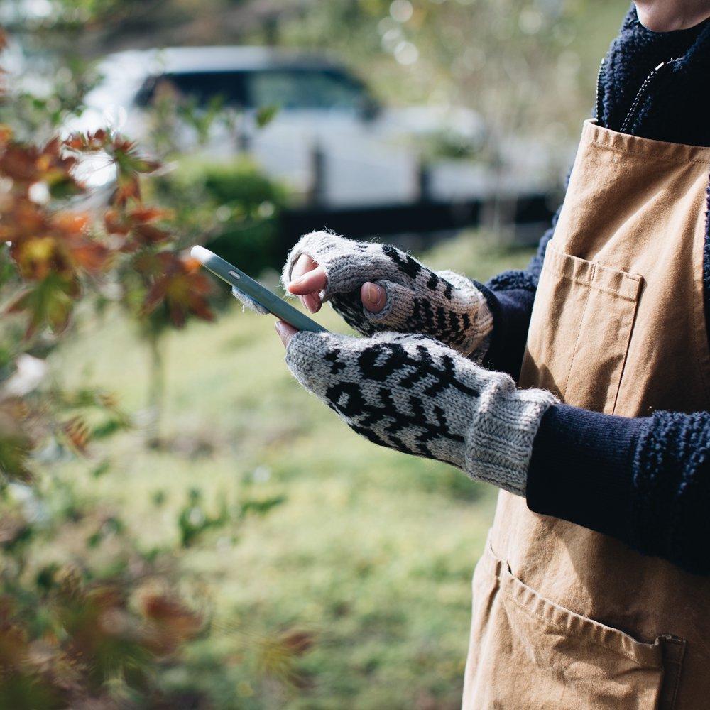 noir lapin 花とちょうの指なしミトン (ライトグレー) 5