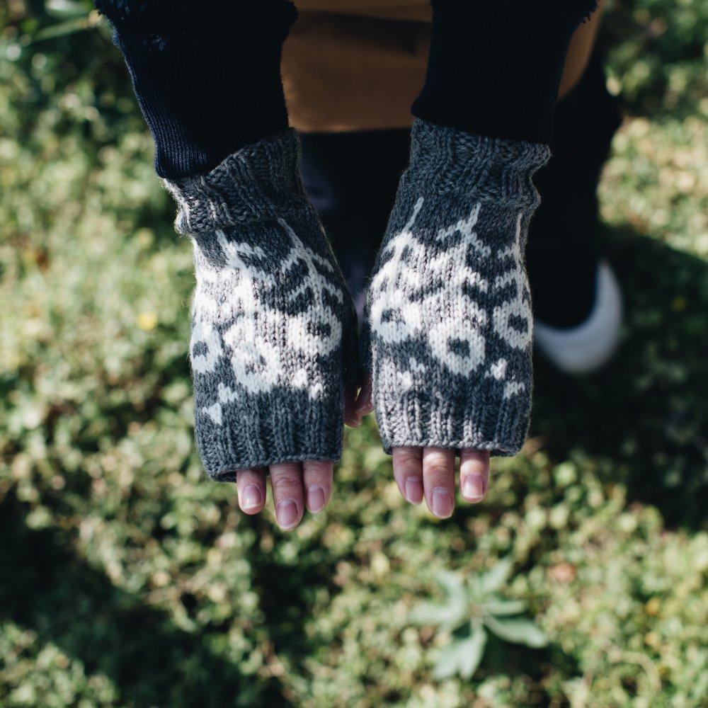 noir lapin 花とちょうの指なしミトン (グレー) 6