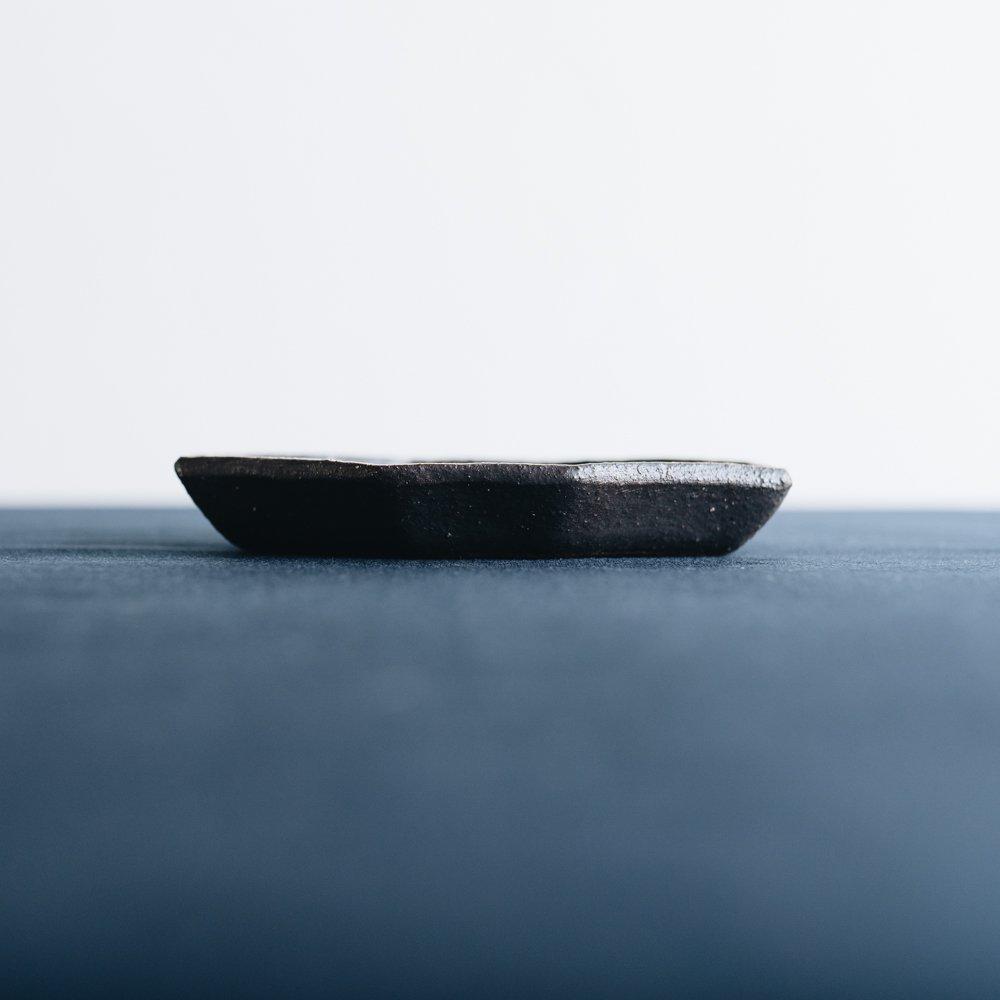 前田葉子 八角豆皿黒 (2020年11月) M9