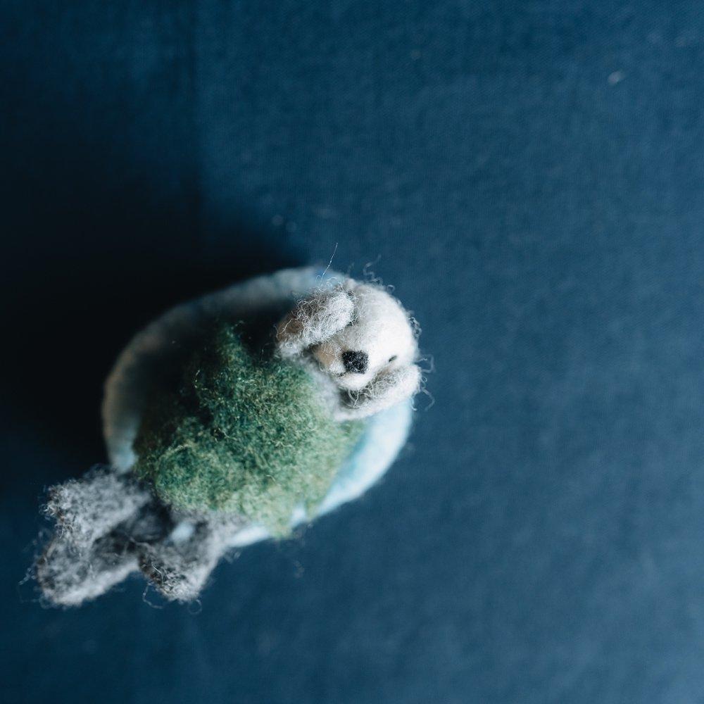 higuma ラッコwithワカメの置物 (2020年11月)  H16