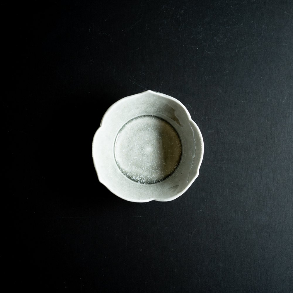 【2021年WEB個展】 広瀬佳子 三葉小鉢M  (霜降りグレー)  (ひ9a)