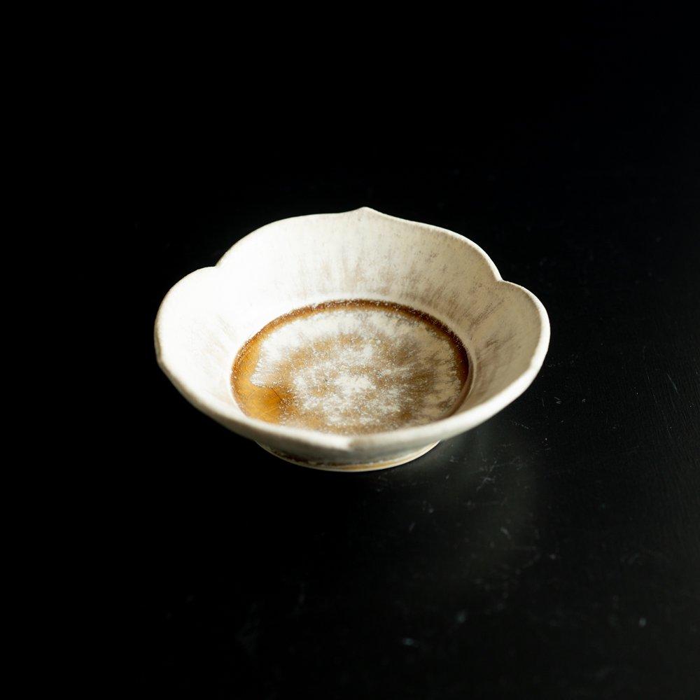 【2021年WEB個展】 広瀬佳子 三葉小鉢M  (白茶)  (ひ9b)
