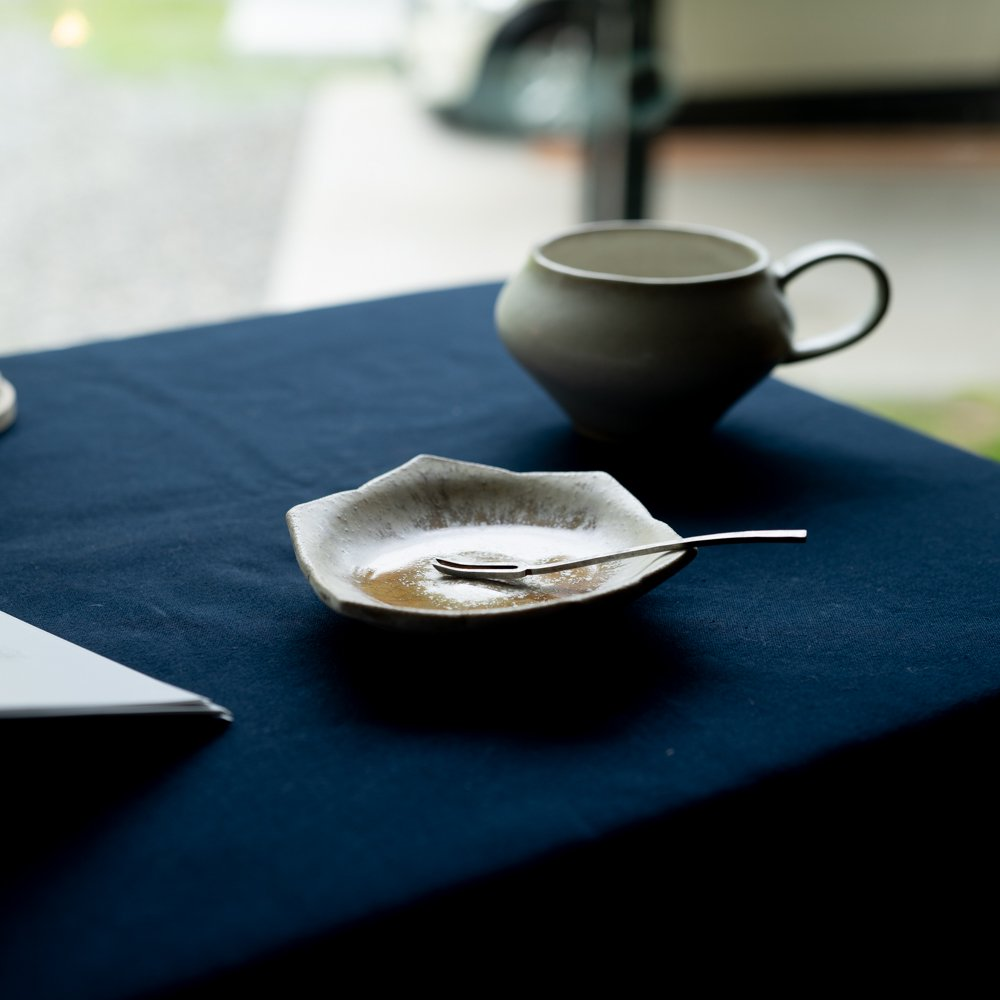 【2021年WEB個展】 広瀬佳子 桔梗小皿  (白茶)  (ひ10c)