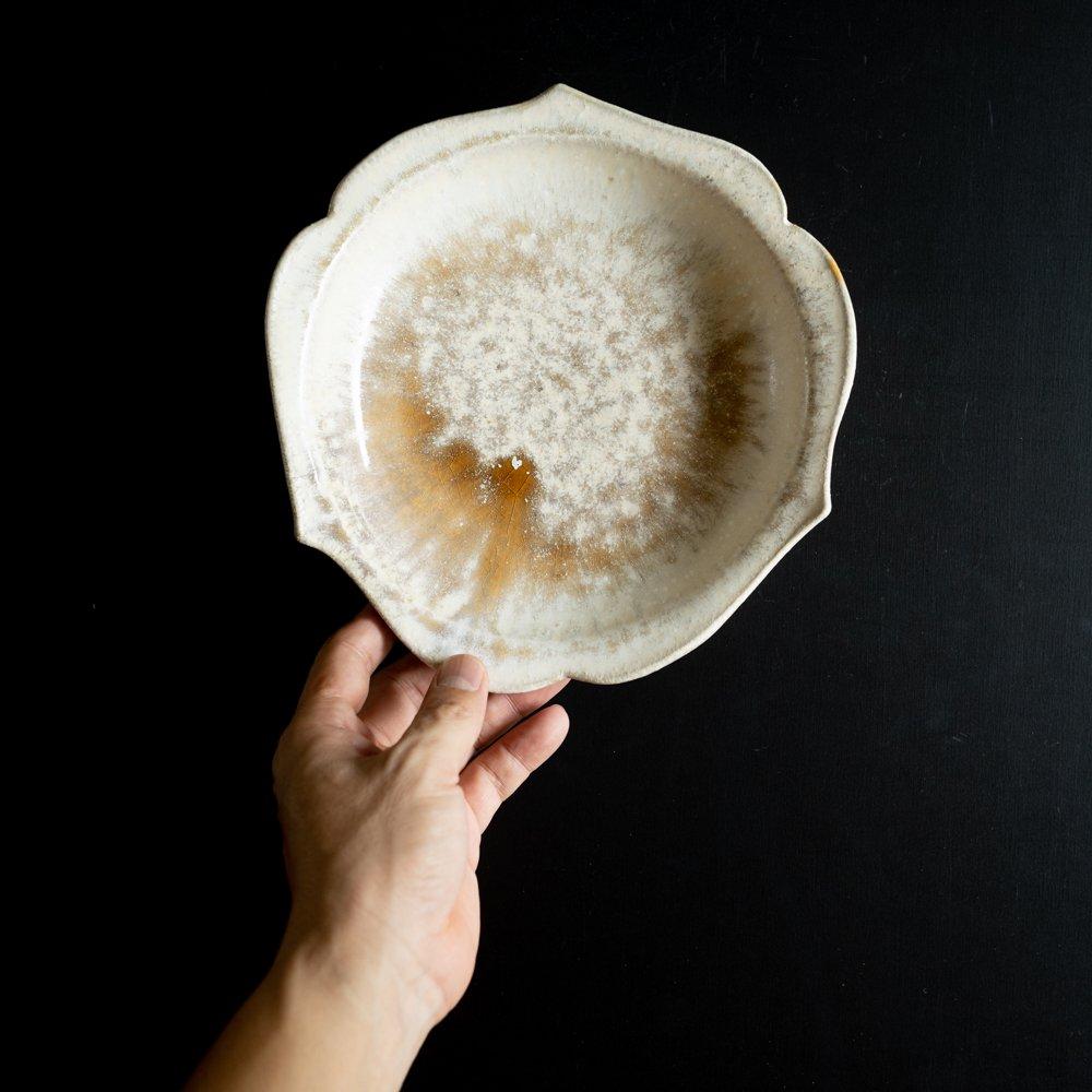 【2021年WEB個展】 広瀬佳子 三葉ボウルL  (白茶)  (ひ14)