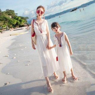 リゾート 旅行 ビーチ 夏 ロング ワンピース ノースリーブ エスニック 刺繍 フリンジ 白