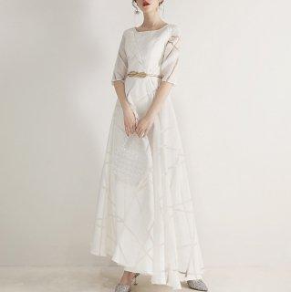 シンプルエレガントな白ドレス やわらかな透け感の総柄マキシ丈フレアワンピース