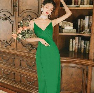 ディナースタイルやお呼ばれドレスにも活躍 深Vネックのキャミソールロングワンピース