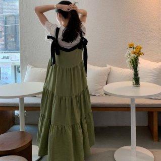 ティアードスカートでガーリーに リボンとギャザーのキャミソールロングワンピース 2色