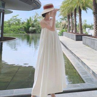 人気の海外デザイン ふんわりフェミニンな白シフォンのマキシ丈キャミソールワンピース