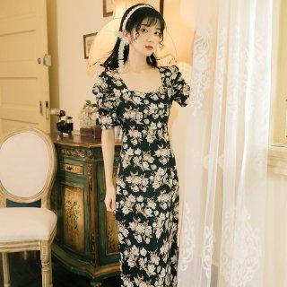お呼ばれにもおすすめ シックな花柄が大人かわいい黒の半袖ロングワンピース カジュアルドレス