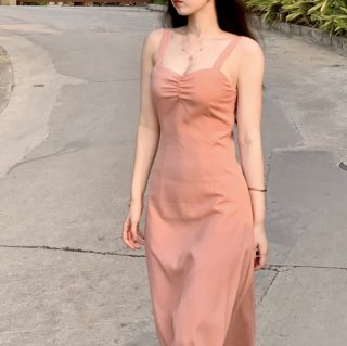 オトナ女子のお呼ばれコーデに タイトシルエットのロング丈きれいめノースリーブワンピース ドレス