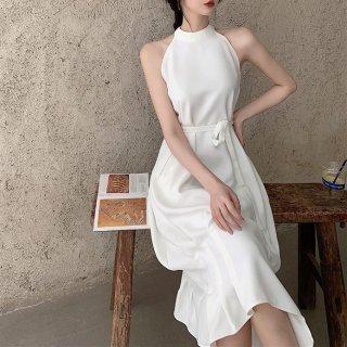 お呼ばれドレスにもおすすめ 大人レディなホルターネックのミディ丈ワンピース 2色