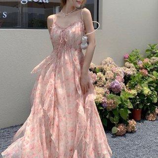 ティアードフリルでガーリーに 華やかな総柄シフォンのマキシ丈キャミソールワンピース ドレス