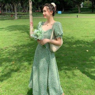 パーティーやお呼ばれコーデにも 大人ガーリーな小花柄のロング丈半袖スリットワンピース