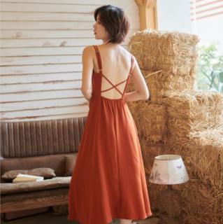 大胆な背中見せがおしゃれ フレアな美シルエットのミディ丈キャミソールワンピース ドレス 2色
