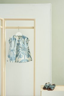 <img class='new_mark_img1' src='https://img.shop-pro.jp/img/new/icons20.gif' style='border:none;display:inline;margin:0px;padding:0px;width:auto;' />CARAMEL  NOTTING HILL BABY DRESS / BLUE JAPANESE FLOWER PRINT 40%off.   2y last one!