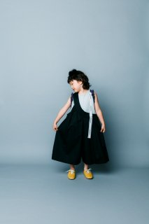 <img class='new_mark_img1' src='https://img.shop-pro.jp/img/new/icons20.gif' style='border:none;display:inline;margin:0px;padding:0px;width:auto;' />nunuforme   Kids ワンサイドテープサロペット /   Black. 30%off