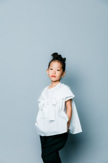<img class='new_mark_img1' src='https://img.shop-pro.jp/img/new/icons20.gif' style='border:none;display:inline;margin:0px;padding:0px;width:auto;' />nunuforme   Kids  ショルダーボウブラウス /   White. 30%off  95cm last one!