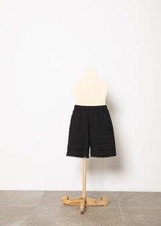 <img class='new_mark_img1' src='https://img.shop-pro.jp/img/new/icons14.gif' style='border:none;display:inline;margin:0px;padding:0px;width:auto;' />folk made  tuck short pants / black