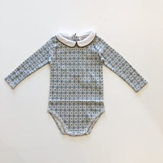 <img class='new_mark_img1' src='https://img.shop-pro.jp/img/new/icons14.gif' style='border:none;display:inline;margin:0px;padding:0px;width:auto;' />CARAMEL  QUILLFISH GIFTING ROMPER  / BLUE GEO PRINT 6m