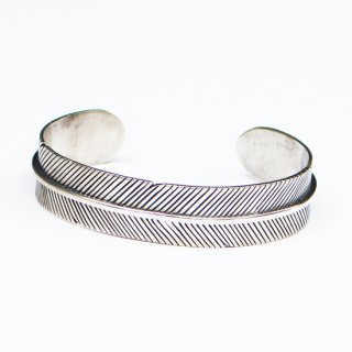 FEATHER BANGLE