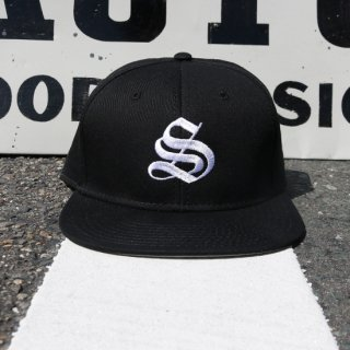 BORN AND RAISED CAP<img class='new_mark_img2' src='https://img.shop-pro.jp/img/new/icons58.gif' style='border:none;display:inline;margin:0px;padding:0px;width:auto;' />