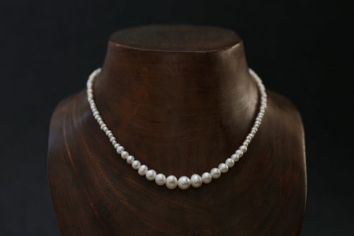 Gradation pearl necklace