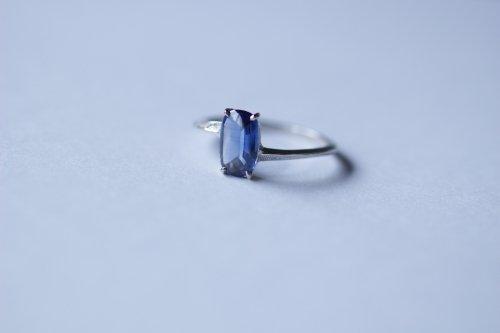 Bathcut sapphire ring